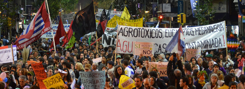 photo of the March in Defence of Water, Land and Life, Montevideo, 2013